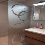 Décoration sablé pour paroi de douche